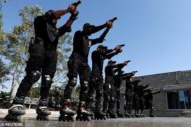 Policajti na korčuliach