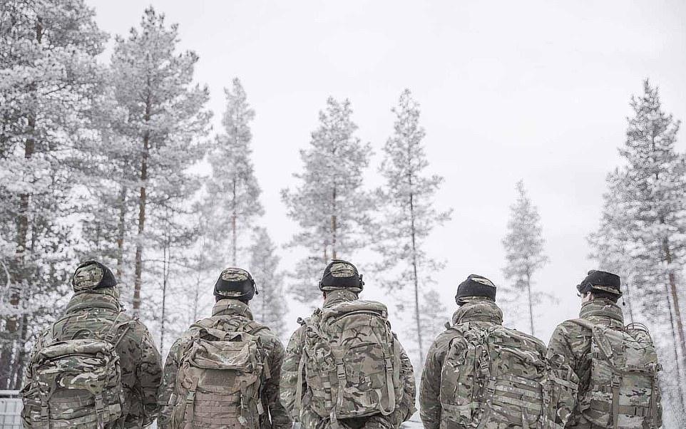 Tvrdý tréning mariňákov v Nórsku
