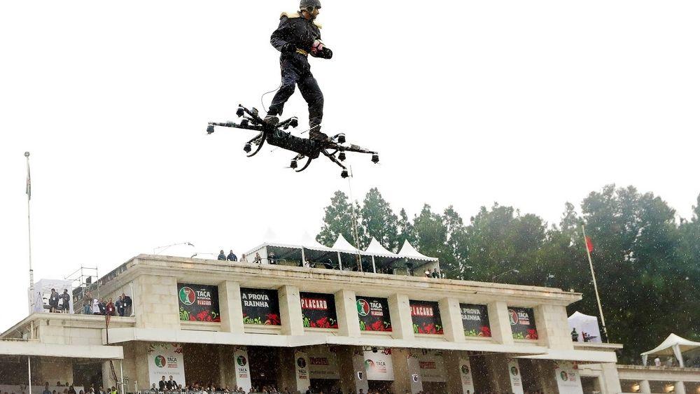 lietajúci hoverboard